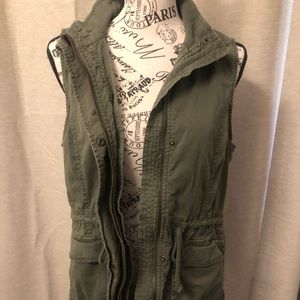 Green vest with pockets, S